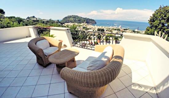 Casa vacanze ischia 2 appartamenti in villa a ischia for Appartamenti barcellona sul mare